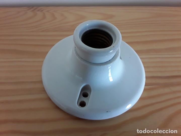 Antigüedades: Antiguo portalámparas de cerámica. Made in U. S. A. - Foto 5 - 163496566