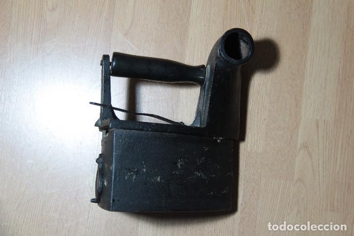 Antigüedades: Plancha de carbón antigua con chimenea - Foto 4 - 163617378