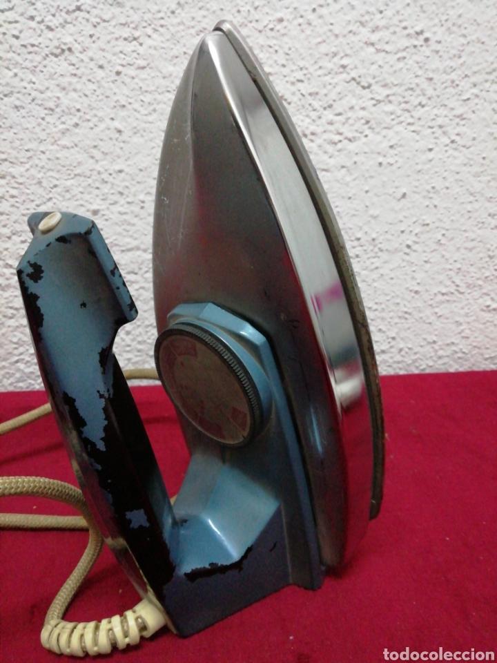ANTIGUA PLANCHA ELÉCTRICA PHILIPS. HD1121BT. 115/230V (Antigüedades - Técnicas - Planchas Antiguas - Eléctricas)