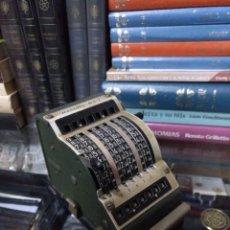 Antigüedades: ANTIGUA CALCULADORA RESULTA BS7 EN MUY BUEN ESTADO . Lote 163767146