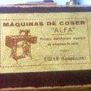 Antigüedades: CAJA CON REPUESTOS PARA MÁQUINA DE COSER ALFA. Lote 163791470
