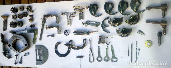 Antigüedades: Caja con repuestos para máquina de coser ALFA - Foto 2 - 163791470