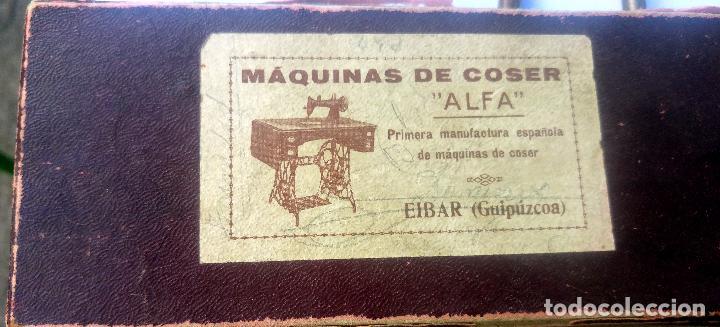 Antigüedades: Caja con repuestos para máquina de coser ALFA - Foto 3 - 163791470