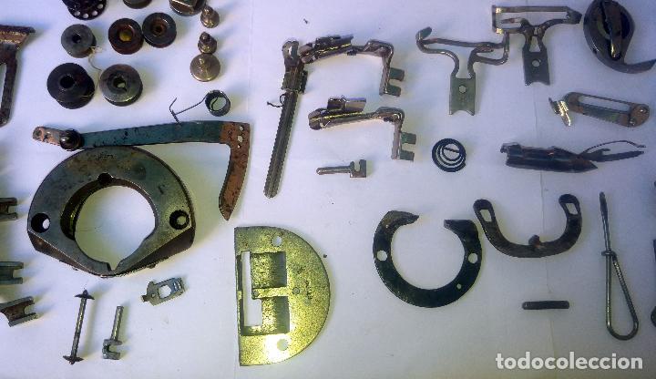 Antigüedades: Caja con repuestos para máquina de coser ALFA - Foto 4 - 163791470