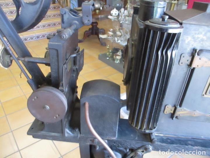 Antigüedades: Antiguo Proyector, Cine Sonoro - Societe des Etablissements Gaumont, París - Pionifilm - Foto 13 - 163818590