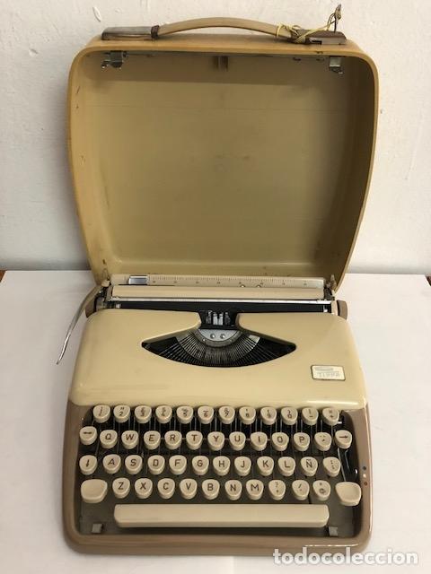 MAQUINA DE ESCRIBIR PORTATIL CON ESTUCHE - MARCA TRIUMPH TIPPA (Antigüedades - Técnicas - Máquinas de Escribir Antiguas - Triumph)