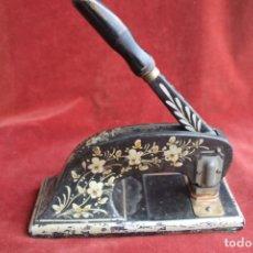 Antigüedades: ANTIGUA PRENSADORA SELLO EN SECO, SIGLO XIX. Lote 164031018