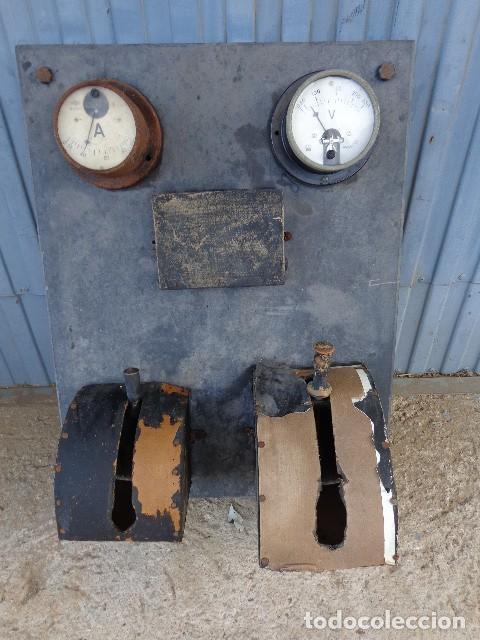 CUADRO ELECTRICO, ELECTRICIDAD ANTIGUO CON AMPERIMETROS, FUSIBLES, ETC... (Antigüedades - Técnicas - Herramientas Profesionales - Electricidad)