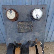 Antigüedades: CUADRO ELECTRICO, ELECTRICIDAD ANTIGUO CON AMPERIMETROS, FUSIBLES, ETC.... Lote 164622138