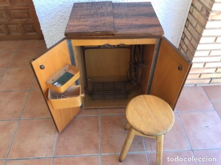 Antigüedades: Máquina de Coser Singer N.15 Con Mueble y Taburete. Año 1916 - Foto 13 - 164831774