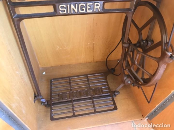 Antigüedades: Máquina de Coser Singer N.15 Con Mueble y Taburete. Año 1916 - Foto 2 - 164831774