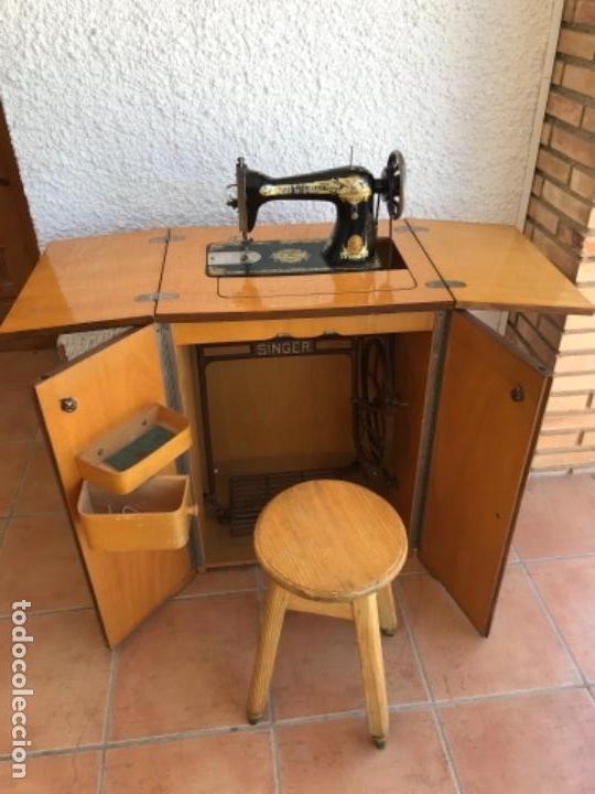 Antigüedades: Máquina de Coser Singer N.15 Con Mueble y Taburete. Año 1916 - Foto 16 - 164831774