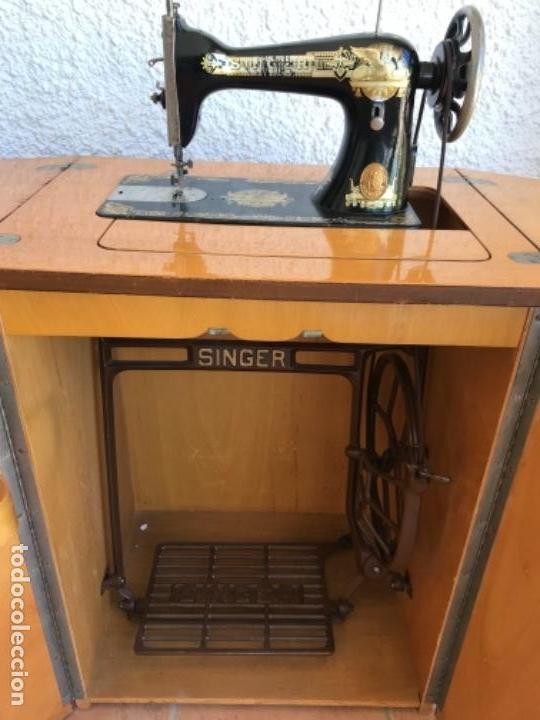 Antigüedades: Máquina de Coser Singer N.15 Con Mueble y Taburete. Año 1916 - Foto 18 - 164831774