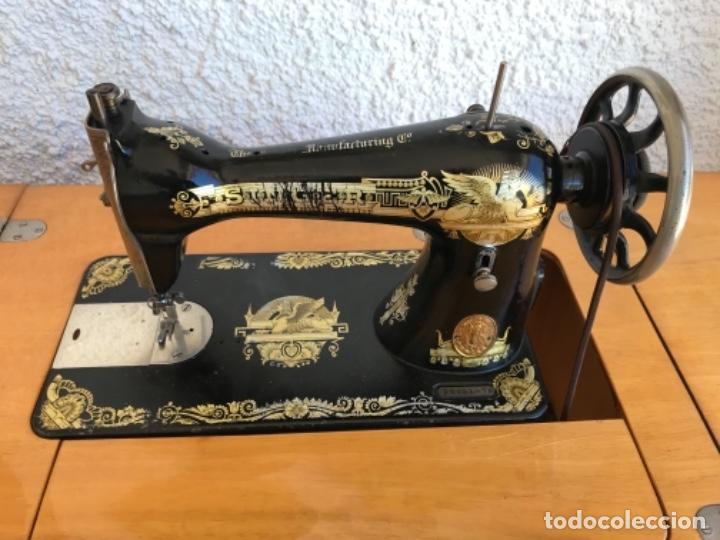 Antigüedades: Máquina de Coser Singer N.15 Con Mueble y Taburete. Año 1916 - Foto 5 - 164831774