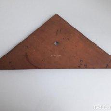 Antigüedades: ANTIGUA REGLA Y CARTABÓN DE MADERA - A. W. FABER - 548/37 - 36 X 25,5 X 25,5 CM.. Lote 164901170