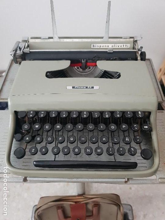 EXCELENTE MÁQUINA OLIVETTI PLUMA 22 CON SU FUNDA PORTATIL (Antigüedades - Técnicas - Máquinas de Escribir Antiguas - Olivetti)