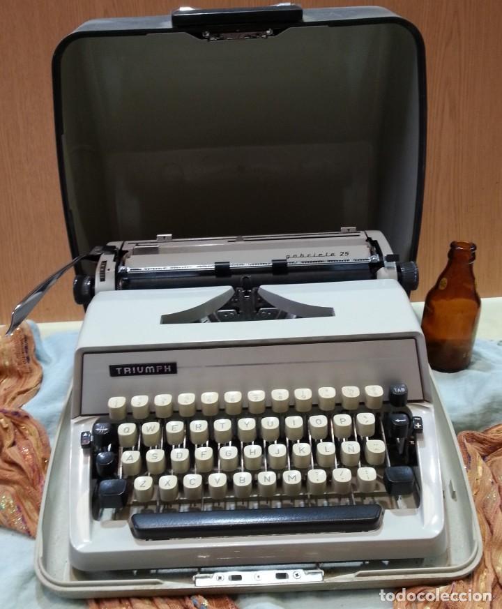 MÁQUINA DE ESCRIBIR MARCA TRIUMPH GABRIELLE 25. NO FUNCIONA. (Antigüedades - Técnicas - Máquinas de Escribir Antiguas - Triumph)