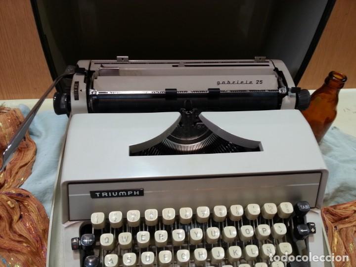 Antigüedades: Máquina de escribir marca TRIUMPH GABRIELLE 25. No funciona. - Foto 2 - 165081518