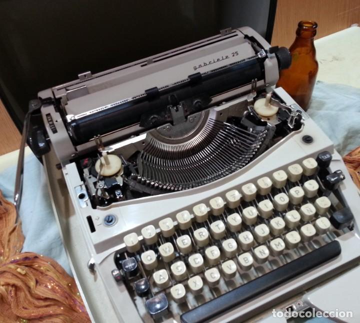 Antigüedades: Máquina de escribir marca TRIUMPH GABRIELLE 25. No funciona. - Foto 5 - 165081518