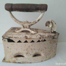 Antigüedades: ANTIGUA PLANCHA DE CARBON TIPO CHEMENEA SIGLO XIX EXCELENTE PIEZA DE COLECCIÓN. Lote 165201650