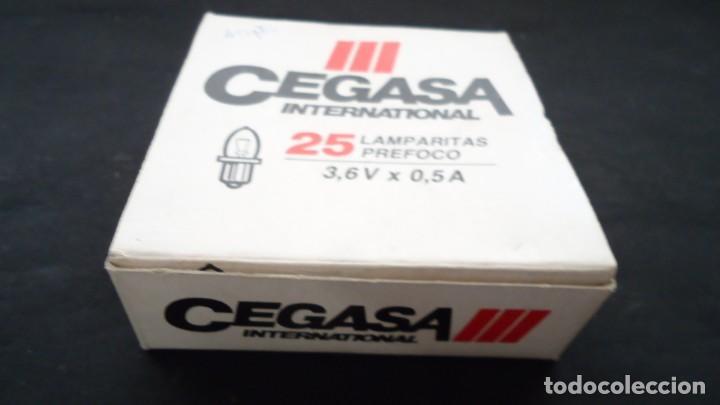 Antigüedades: Caja de bombillas para linternas de la firma Cegasa con 20 unidades. - Foto 2 - 165396738