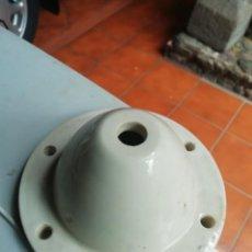 Antigüedades: AISLADOR CERAMICA BLANCA ALTA TENSION CENTRO TRANSFORMACIÓN ELECTRICIDAD LÍNEAS. Lote 165547890