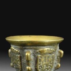 Antigüedades: MORTERO CON COSTILLAS Y HERÁLDICA. BRONCE. SIGLO XVII.. Lote 165593030