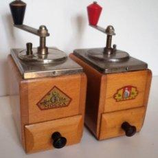 Antigüedades: DOS MOLINILLOS DE CAFÉ MARCA BEHA. ALEMANIA. CA. 1950. Lote 165801546