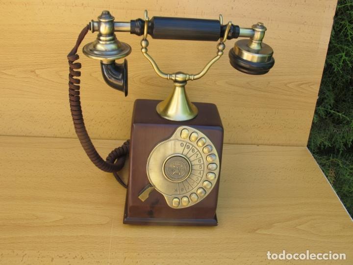 RÉPLICA DEL TELÉFONO ANTIGUO DE SOBREMESA DEL FABRICANTE L.M.ERICCSON DE 1895,. (Antigüedades - Técnicas - Teléfonos Antiguos)