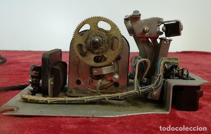 Teléfonos: FERROCARRIL. TELÉFONO ANTIGUO MAGNETO. ERICSSON. RENFE. (CIRCA 1950) MADRID - Foto 10 - 165925310