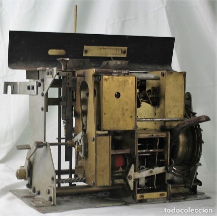 MECANISMO DE UNA ANTIGUA MÁQUINA DE FICHAR,KARTENHEBER. (Antigüedades - Técnicas - Herramientas Profesionales - Mecánica)