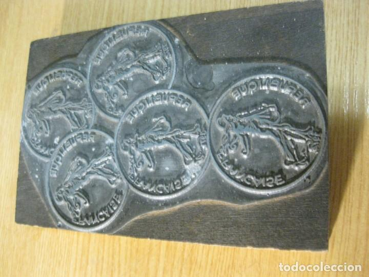 Antigüedades: ANTIGUO SELLO TAMPÓN CLICHÉ PLANCHA IMPRENTA republique francaise - base de madera 10 / 14 cm - Foto 2 - 166029458