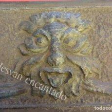Antigüedades: MAGNIFICO PLAFON DE HIERRO REPUJADO PARA ORNAMENTO FACHADA COMERCIO SIGLO XIX. MED: 70 X 25 CTMS. Lote 166257706