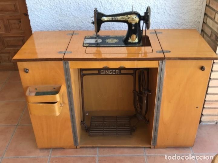 Antigüedades: Máquina de Coser Singer N.15 Con Mueble y Taburete. Año 1916 - Foto 15 - 164831774