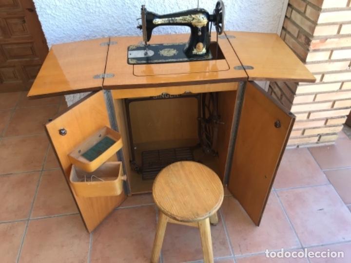 Antigüedades: Máquina de Coser Singer N.15 Con Mueble y Taburete. Año 1916 - Foto 10 - 164831774