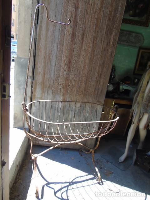 Antigüedades: cuna mueble de hierro forjado antiguo cuna con sistema de balancin pìeza de museo 100 % original - Foto 2 - 252228100