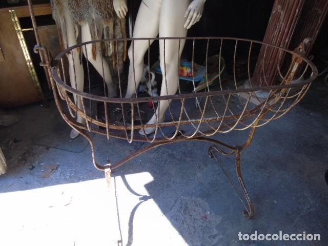 Antigüedades: cuna mueble de hierro forjado antiguo cuna con sistema de balancin pìeza de museo 100 % original - Foto 4 - 252228100