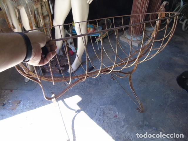 Antigüedades: cuna mueble de hierro forjado antiguo cuna con sistema de balancin pìeza de museo 100 % original - Foto 5 - 252228100