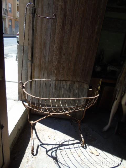 Antigüedades: cuna mueble de hierro forjado antiguo cuna con sistema de balancin pìeza de museo 100 % original - Foto 6 - 252228100