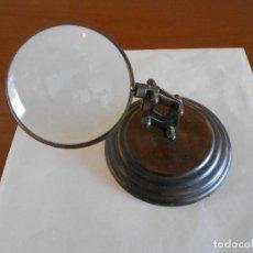 Antigüedades: LUPA ARTICULADA DE SOBREMESA EN BRONCE. Lote 166910968