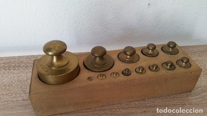 Antigüedades: ANTIGUIOS PESOS DE BALAZA, IMPEZA DE 1KG,500,200,100,50,40,20,10,5,2,LE FALTA 1LO MAS PEQUENO - Foto 4 - 167088876