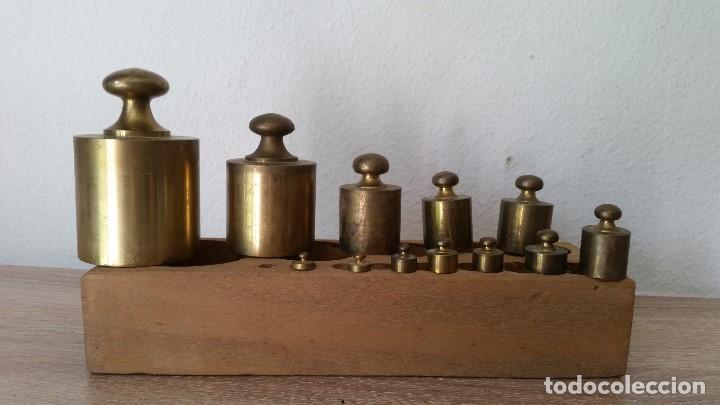 Antigüedades: ANTIGUIOS PESOS DE BALAZA, IMPEZA DE 1KG,500,200,100,50,40,20,10,5,2,LE FALTA 1LO MAS PEQUENO - Foto 5 - 167088876