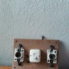 Antigüedades: ANTIGUO CUADRO ELECTRICO MADERA CERAMICA PLASTICO. Lote 167131032