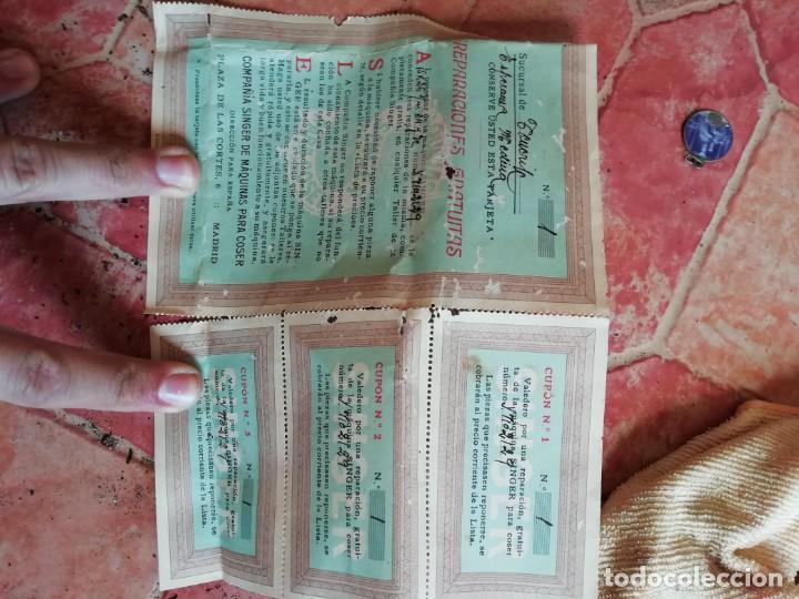 Antigüedades: Antiguo lote vale cupon reparacion maquina de coser singer. - Foto 2 - 167160228
