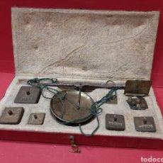 Antigüedades: BALANZA ANTIGUA COMPLETA DE PESAS.. Lote 167164177
