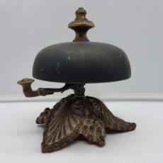 Antigüedades: MARAVILLOSO TIMBRE ANTIGUO EN BRONCE DE ESTILO VICTORIANO, BELLO SONIDO MUY TRABAJADO.. Lote 167480632