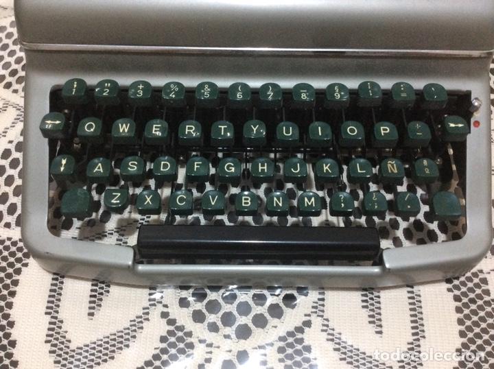 Antigüedades: Máquina de escribir Royal Diana. Con su funda de cuero. - Foto 2 - 167518396