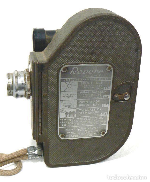 Antigüedades: Antigua y Pequeña cámara tomavistas de cine 8mm. Revere Eight Model 88 - Foto 2 - 167614112