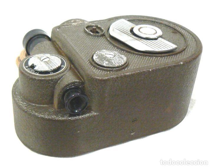 Antigüedades: Antigua y Pequeña cámara tomavistas de cine 8mm. Revere Eight Model 88 - Foto 3 - 167614112