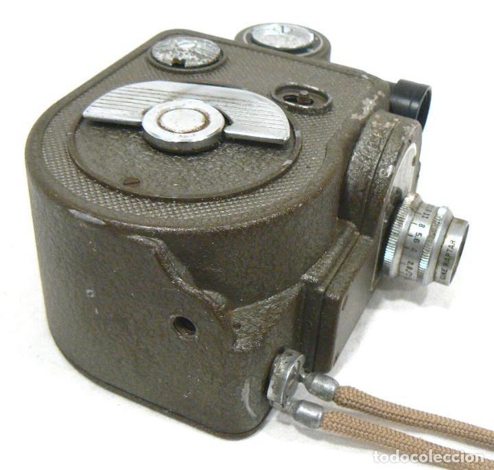 Antigüedades: Antigua y Pequeña cámara tomavistas de cine 8mm. Revere Eight Model 88 - Foto 4 - 167614112